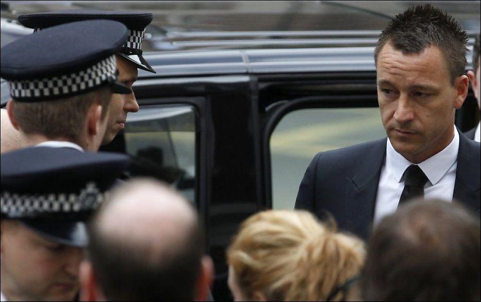 I SORT: Retten hørte i dag på lydopptak av John Terrys første forklaring til FA. Her ankommer han dagens forhandlinger. Foto: Reuters