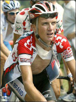 DOPINGTATT: Tyler Hamilton syklet nesten hele Touren i 2003 med brukket krageben. Foto: AP