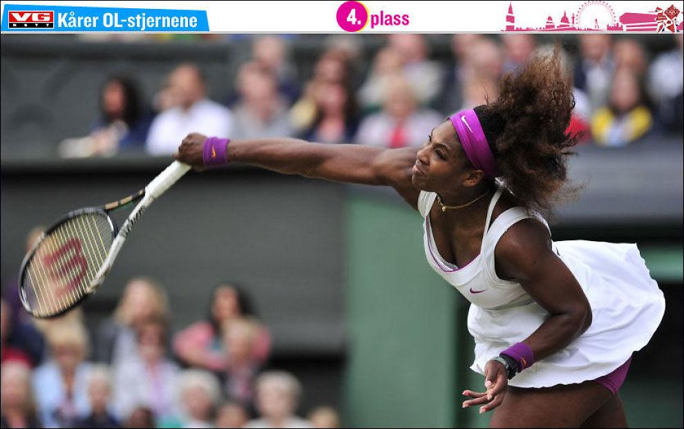 VINNER: Serena Williams sender avgårde en av hennes knallharde server og sikrer seg seier i årets Wimbledon. Foto: Afp/ Glyn Kirk