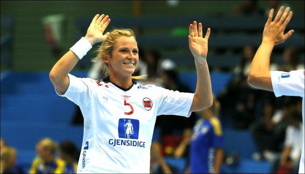LEKENDE: Norge og Ida Alstad lekte seg til en ny seier i OL-oppkjøringen. Foto: Tor Erik Schrøder, NTB Scanpix