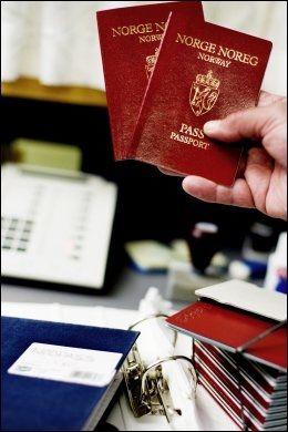 PASS PÅ: Det er ditt ansvar for å huske passet, eller få tak i nødpass tidsnok til å rekke flyet. Foto: MARIA GOSSÉ