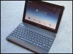 Denne tastaturløsningen fungerer via Bluetooth, og er integrert i et omslag. Fin å ha når du reiser.
