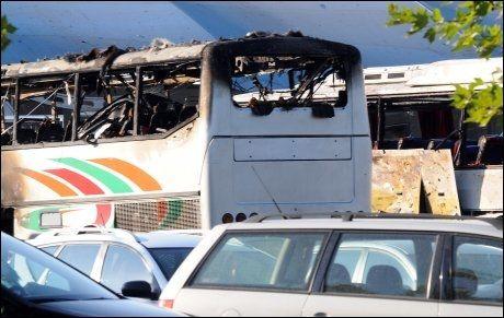 ÅSTEDET: Slik så bussen ut etter det blodige terrorangrepet. AFP PHOTO / BULFOTO