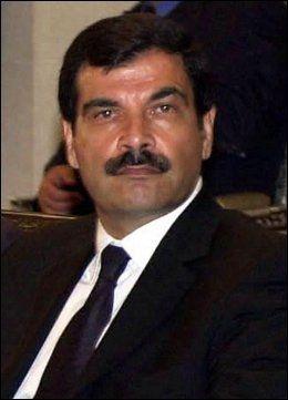 DREPT: Syrias innenriksminister og Assads svoger, Assef Shawkat. Foto: AP