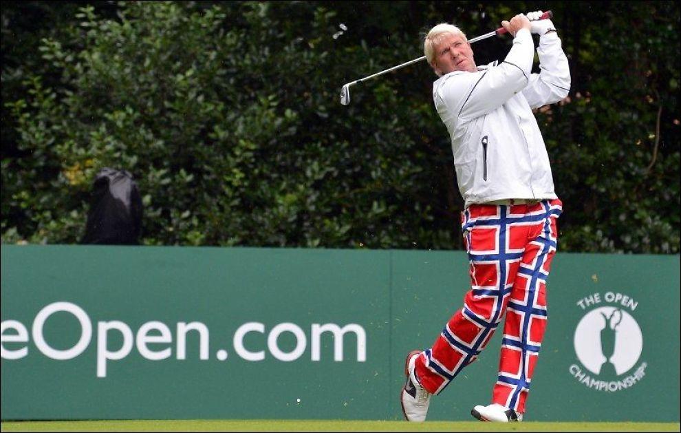 I NORSKE BUKSER: John Daly spilte første dag av Open Championship med buksene til det norske curlinglandslaget. Foto: Afp