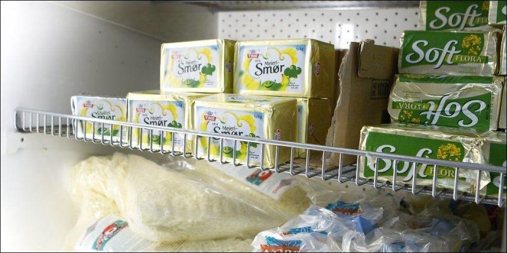 FRYKTER NY SMØRKRISE: Tine har bedt om importkvote for å slippe ny smørkrise. Norske bønder er i harnisk fordi de mener de kan produsere mer melk istedet. Foto: Heiko Junge / Scanpix