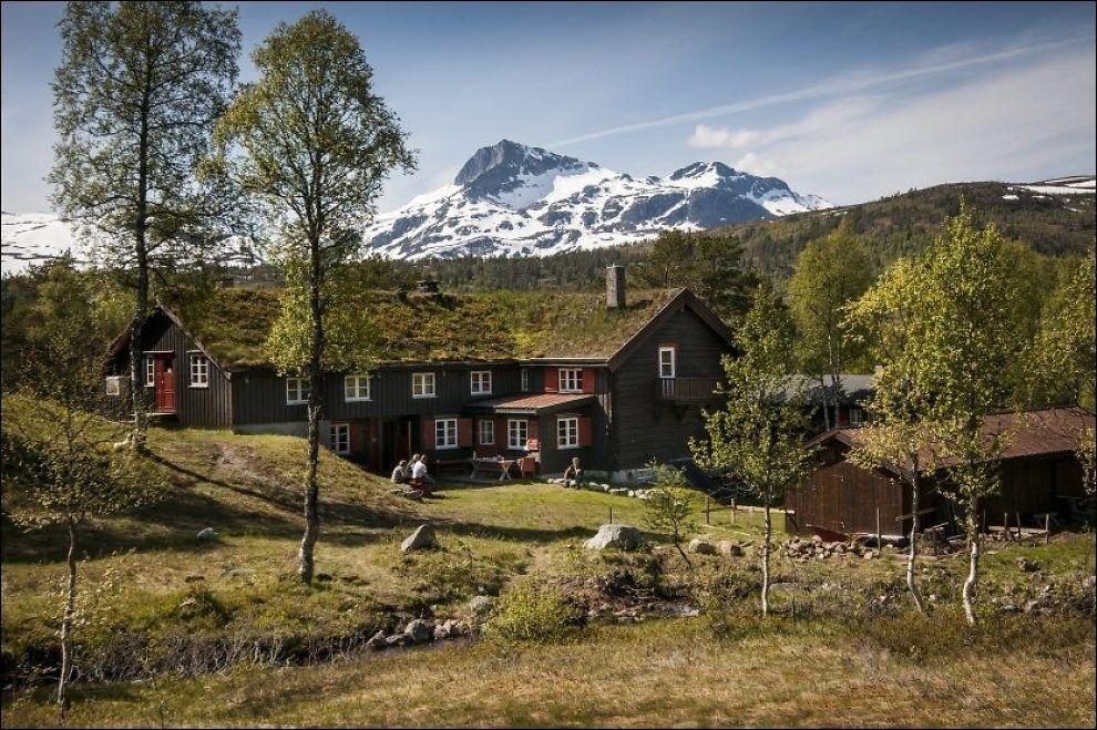 FINT TURVÆR: Trollheimshytta med Snota (1669 moh) i bakgrunnen. Foto: Arkivfoto: GEIR OTTO JOHANSEN