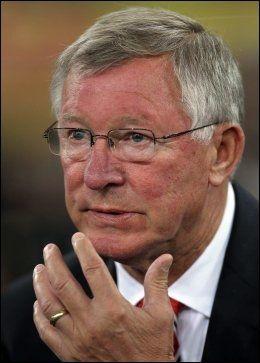 KAN IKKE FORTSETTE SÅNN: Alex Ferguson tror ikke Luis Suarez har en fremtid på Anfield om han fortsetter å skape utenomsportslige overskrifter. Foto: Ap