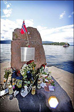 ETT ÅR SIDEN: Minnmarkeringer for de etterlatte har funnet sted i hele landet søndag. Foto: Mattis Sandblad/ VG