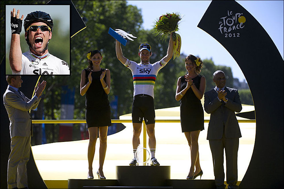 TRE ETAPPESEIRER: Mark Cavendish har vunnet totalt 23 etappeseirer i Tour-en. Her er han på podiet i Paris i dag. Foto: AP