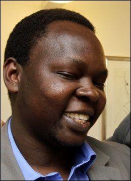 VAR BARNESOLDAT: Richard Kiwanuka er tidligere barnesoldat fra Uganda. Han reagerer sterkt på reklamen fra våpenprodusenten Nammo. Foto: Trond Solberg / VG