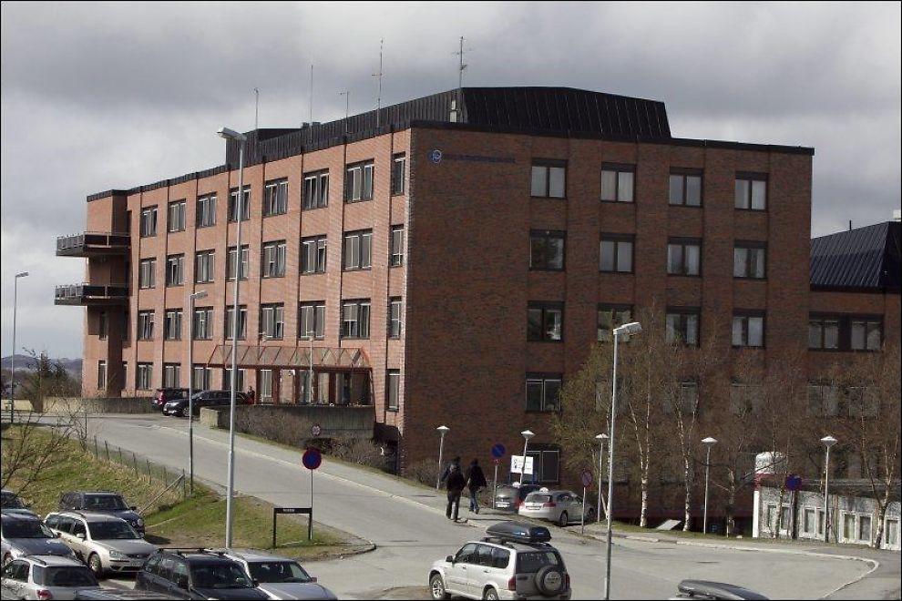 UNDERSØKES: Helsetilsynet undersøker om AMK-operatørene ved Helgelandssykehuset avdeling Sandnessjøen kan ha brutt forsvarlighetskravet i håndteringen av en nødsamtale om overdose i fjor. Foto: Inge Ove Tysnes