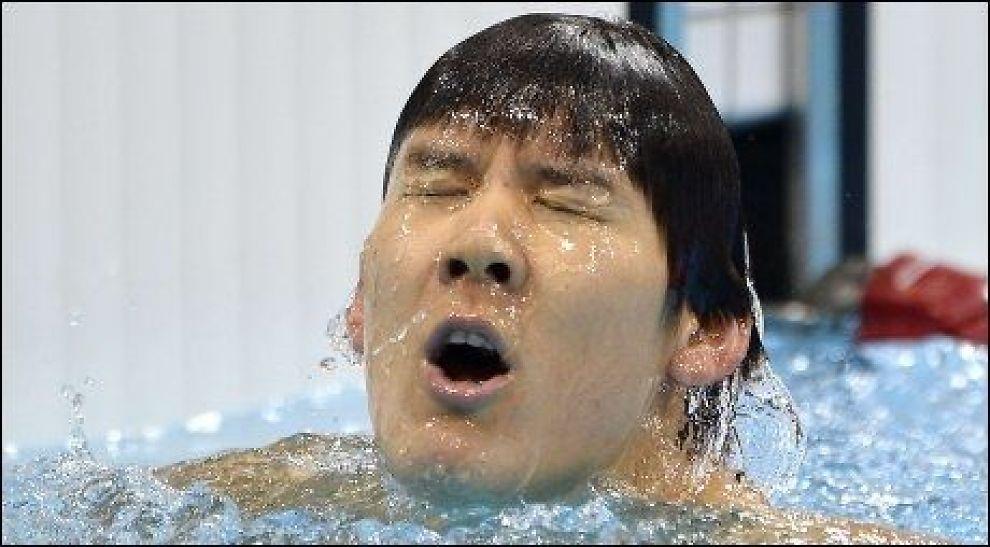 DISKVALIFISERT: Park Tae-hwans etter at han svømte i mål på kvalifiseringsheatet. Like etterpå ble han disket for tjuvstart. Foto: Afp/ FABRICE COFFRINI