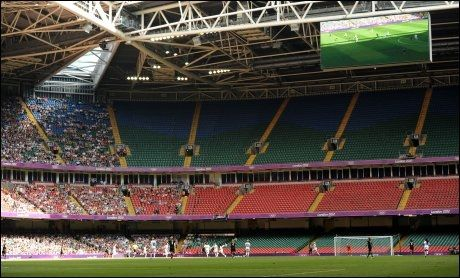 FOLKETOMT: Slik så det ut på tribunen på Millennium-stadion i Cardiff under fotballkampen mellom USA og New Zealand. Foto: Pa Photos