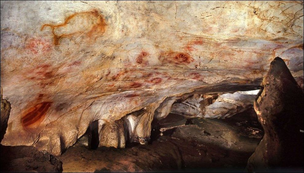 MINST 37.300 ÅR: Håndavtrykkene i grotten El Castillo i Spania. Foto: AFP PHOTO / SCIENCE / Courtesy of Pedro SAURA