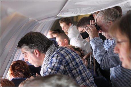 MÅLET: Det er få flyturer hvor passasjerene ser så mye ut av vinduet som på en tur til Nordpolen. Foto: FRIDTJOF MORTEN JONASSEN