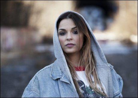 FORTSATT ØVERST: Alina Devecerski nekter å flytta på sej. Foto: EMI.