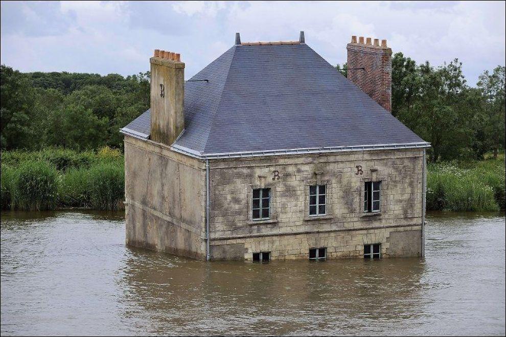 KUNSTVERK: «La maison dans la Loire» av Jean-Luc Courcoult. Foto: AFP