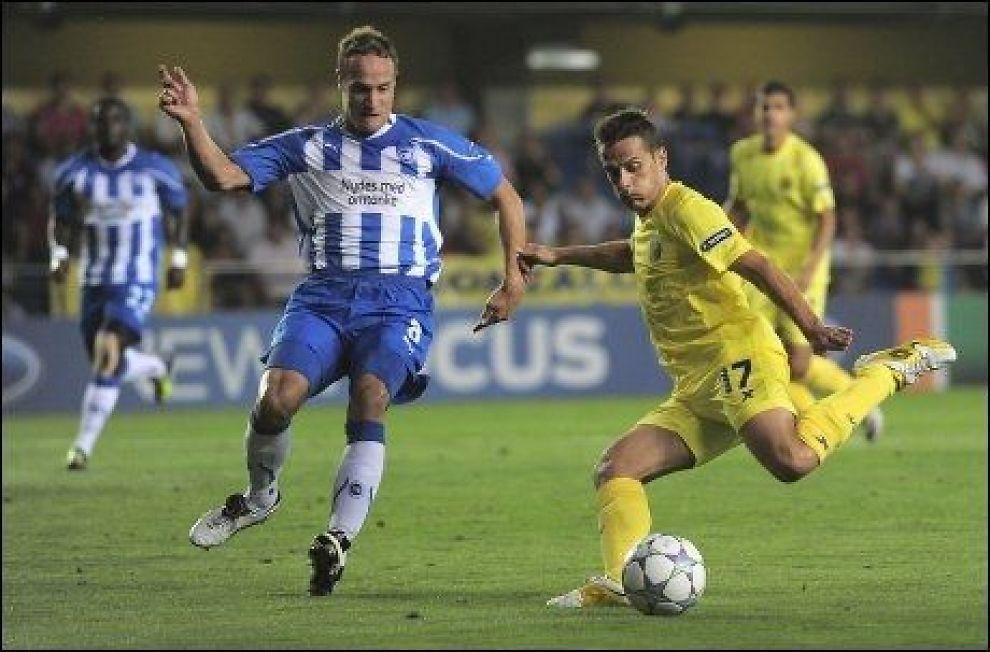 RBK-AKTUELL: Tore Reginiussen forsøker å stoppe Villarreals Javier Camunas i Champions Leauge-play off i fjor. Foto: Josep Lago, AFP