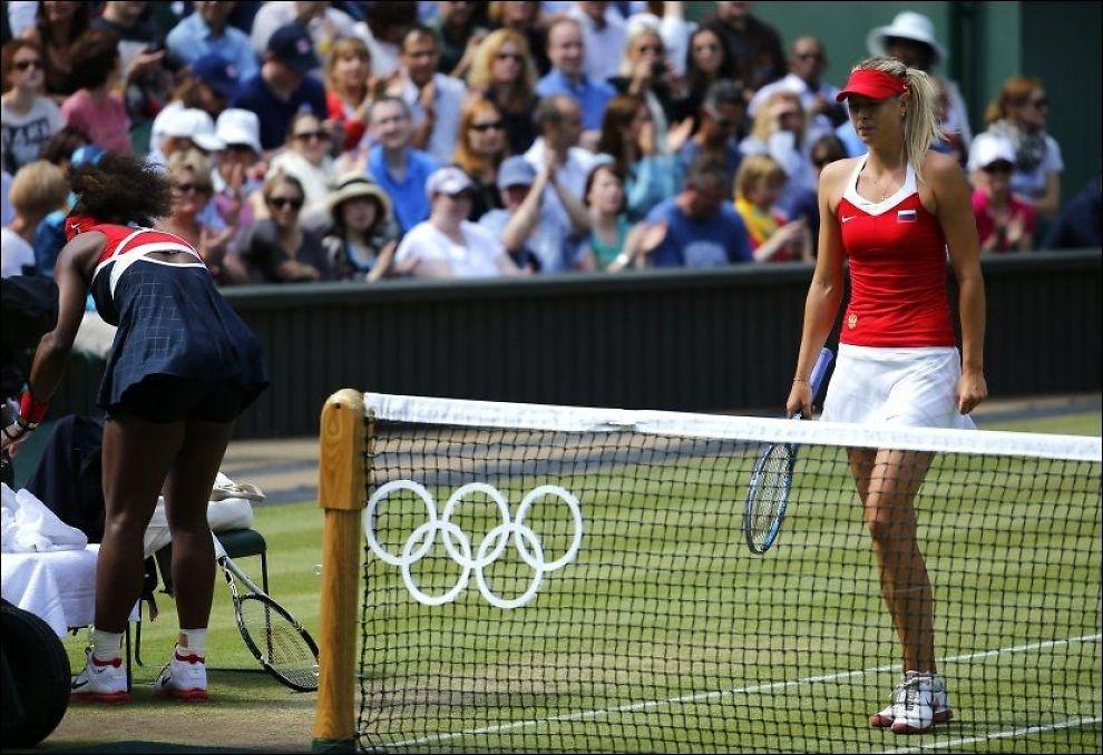 KNUST: Maria Sjarapova ble knust av Serena Williams i dagens OL-finale. Hun gråt åpenlyst under finale. Foto: REUTERS/Mike Blake
