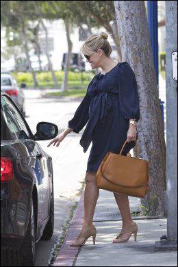 IKKE BAK RATTET: Reese Witherspoon lot venninnen stå for kjøreturen etter lunsjavtalen. Foto: wenn.com