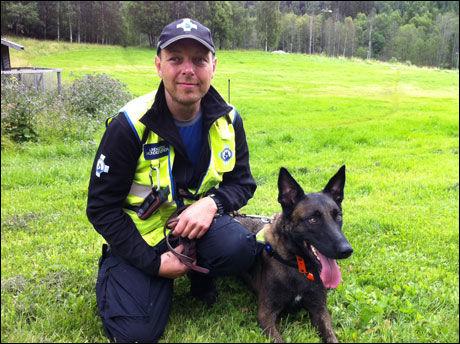 HUNDESØK: Beredskapsleder Espen Lindgren har 16 hunder med førere ute for å lete etter Sigrid Schjetne. Foto: Maria Mikkelsen