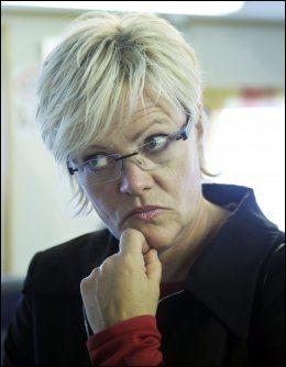 STØTTER KOLLEGAEN: Kunnskapsminister Kristin Halvorsen sier de ansatte i departementet er svært urolige for hva som har skjedd med kollegaens datter. Foto: Helge Mikalsen