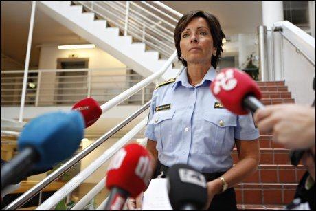 ORIENTERTE PRESSEN: Hanne Kristin Rohde, sjef ved volds - og seksualforbrytelseseksjonen i Oslo politidistrikt under en pressekonferanse tirsdag. Foto: NTB SCANPIX