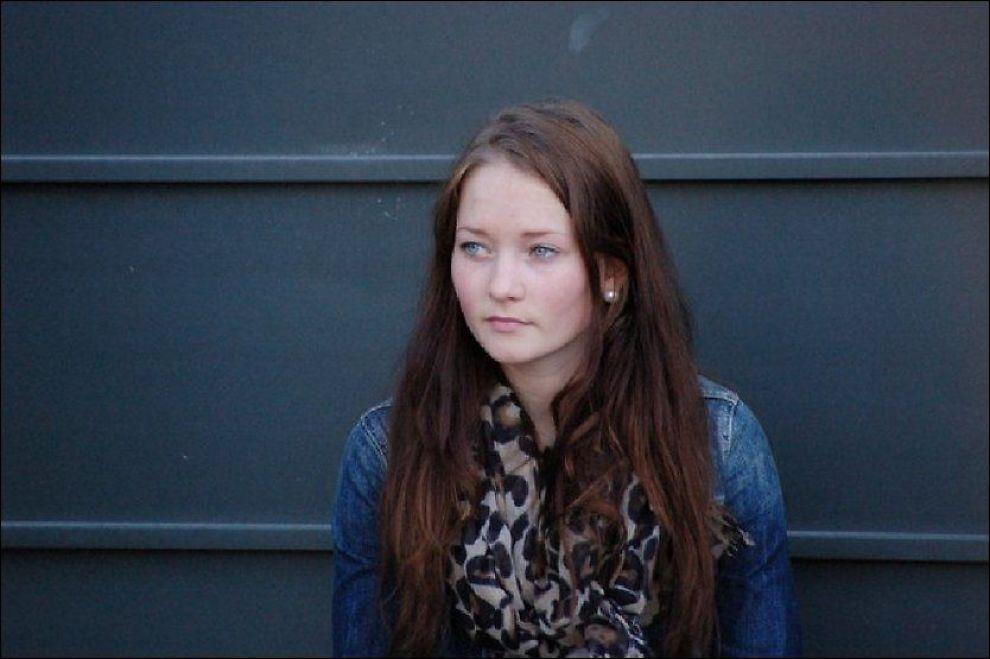 SAVNET: Sigrid Giskegjerde Schjetne (16) har vært savnet i nesten seks døgn. Nå tror venninnene at gjerningsmannen kan ha sendt det siste livstegnet fra henne. Foto: NTB SCANPIX