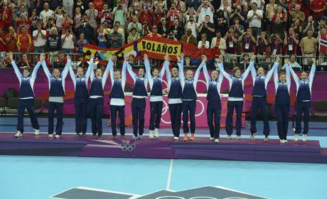 GULLJENTENE: Her står gulljentene med sine gullmedaljer. Foto: Bjørn S. Delebekk, VG