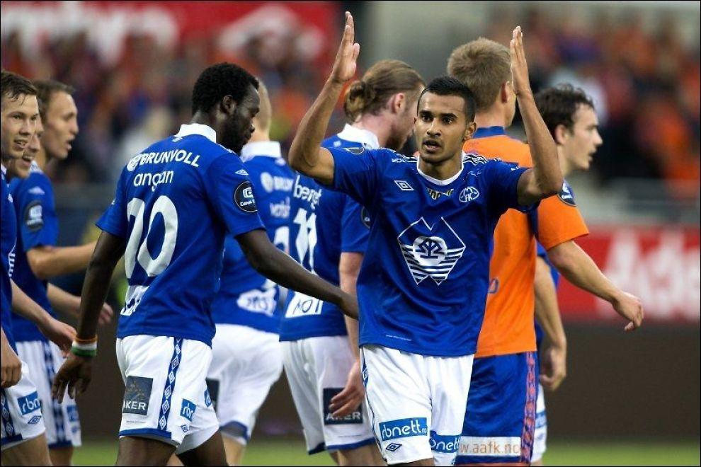 MELLOM STENGENE: Etzaz Hussain ble matchvinner for Molde mot erkerival Aalesund. Foto: NTB Scanpix