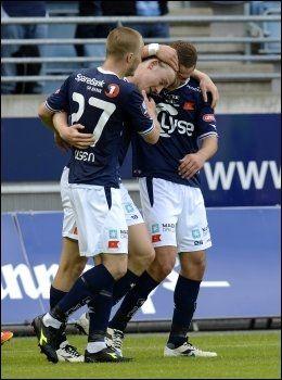 1-0: Yann Erik de Lanlay gratuleres etter å ha sendt Viking i føringen mot FFK. Foto: Tommy Ellingsen, NTB Scanpix