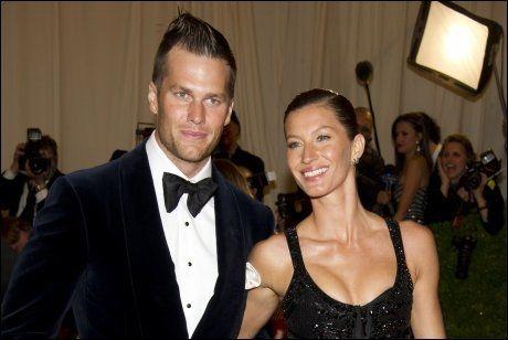 2. PLASS: Gisele Bundchen og ektemannen Tom Brady tjente 432 millioner kroner i løpet av et år. Foto: Ap.