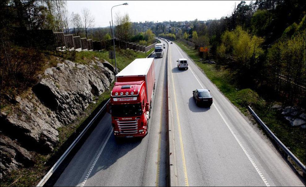 LOV IGJEN: Nå er det fritt frem for «norske» størrelser på lastebiler i Sverige, så lenge de er godkjent for transport innenlands i Norge. Foto: ROGER NEUMANN