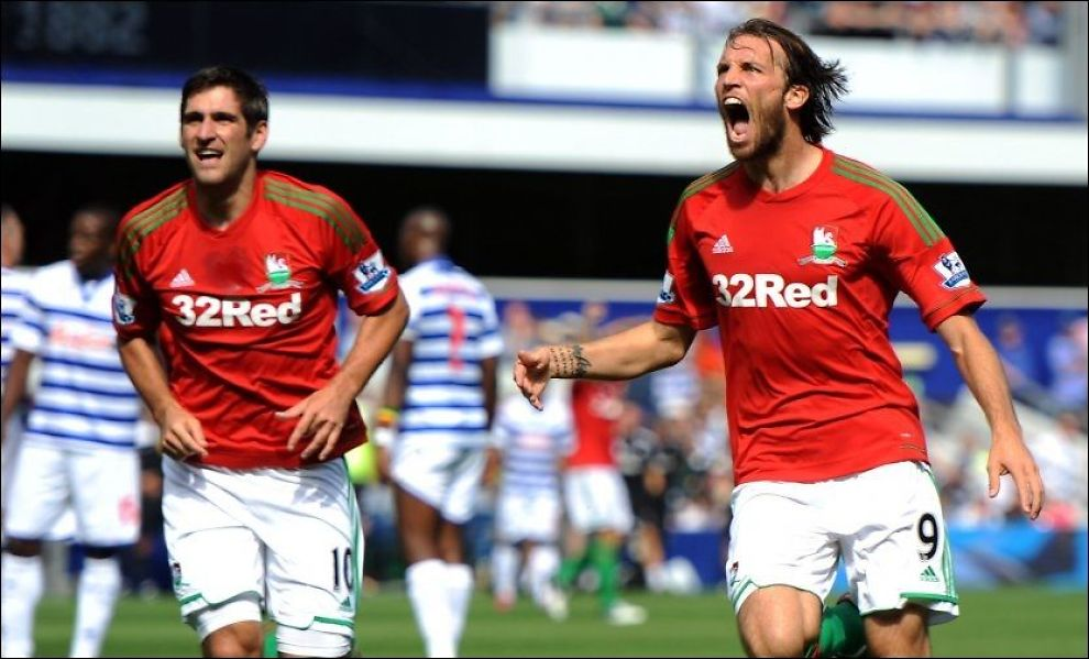 SUPER-DEBUT: Michu (t.h.) introduserte seg for Premier League-publikumet ved å score to mål for Swansea mot QPR i debuten. Til venstre er Swansea-spiss Danny Graham. Foto: PA