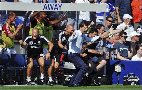 ELLEVILT: Michael Laudrup viste følelser da Swansea gikk opp til 2-0. Foto: AP