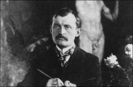 KANSKJE IKKE BARNLØS LIKEVEL: Dette fotografiet tok Edvard Munch av seg selv 11. september 1902. Foto: Fra boken «Kunsten kvinnen og en ladd revolver».