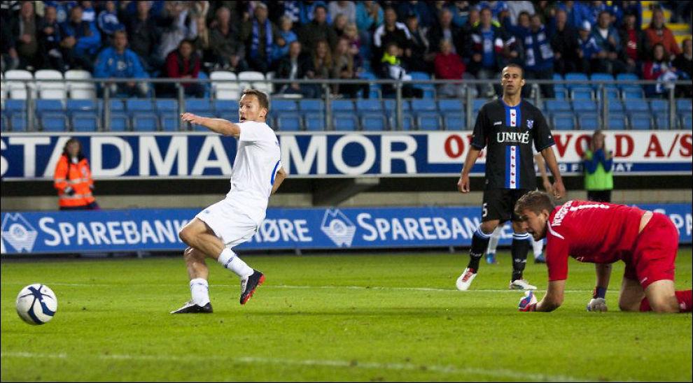 VIKTIG MÅL: Mattias Moström (t.v.) utnyttet en misforståelse og scoret 2-0 like før slutt. Dette målet kan være verdt millioner for Molde. Foto: Scanpix