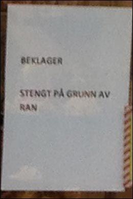 STENGT: Her er lappen som møter kundene på Sparebank1 SR-banks filial på Kvadrat mandag ettermiddag. Foto: SVEIN LARSEN/2200 LESERBILDE