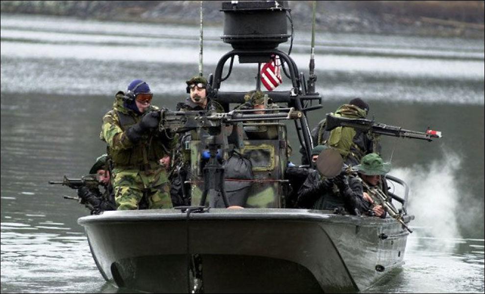 OMSTRIDT: Her er Matt Bissonnette (nederst til høyre) under trening sammen med spesialoperatører fra Navy SEALs. Nå har han gitt ut bok om det topphemmelige oppdraget der han og medsoldatene skjøt og drepte Osama bin Laden. Bildet er sladdet av VG. Foto: US ARMED FORCES