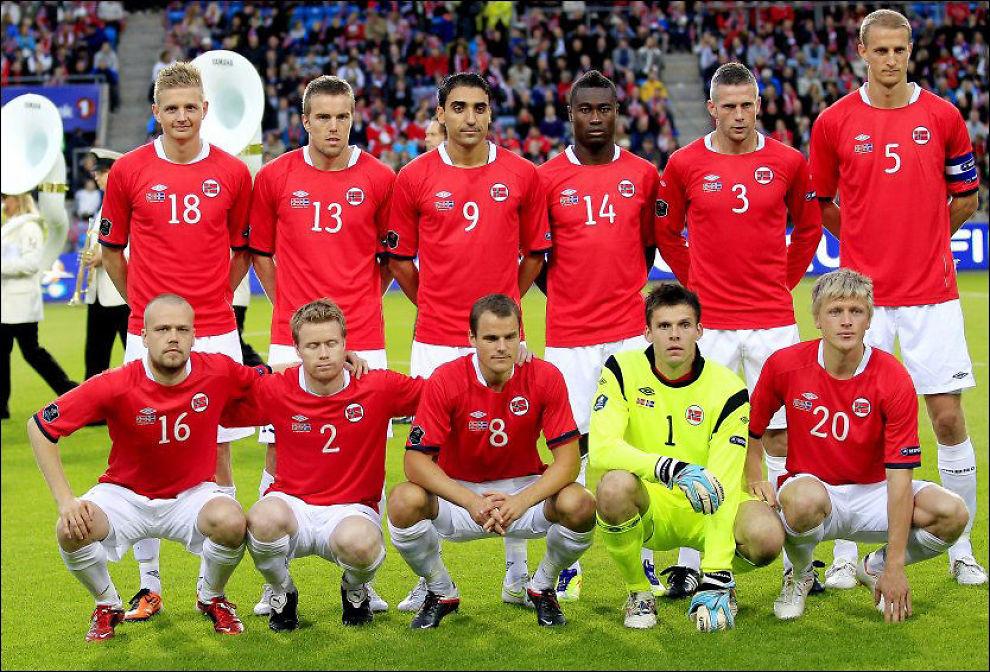 KOMMER PÅ TV: Landslaget, som her poserer før oppgjøret mot Island på Ullevaal i fjor høst, kommer på norske TV-skjermer. Foto: Daniel Sannum Lauten, VG