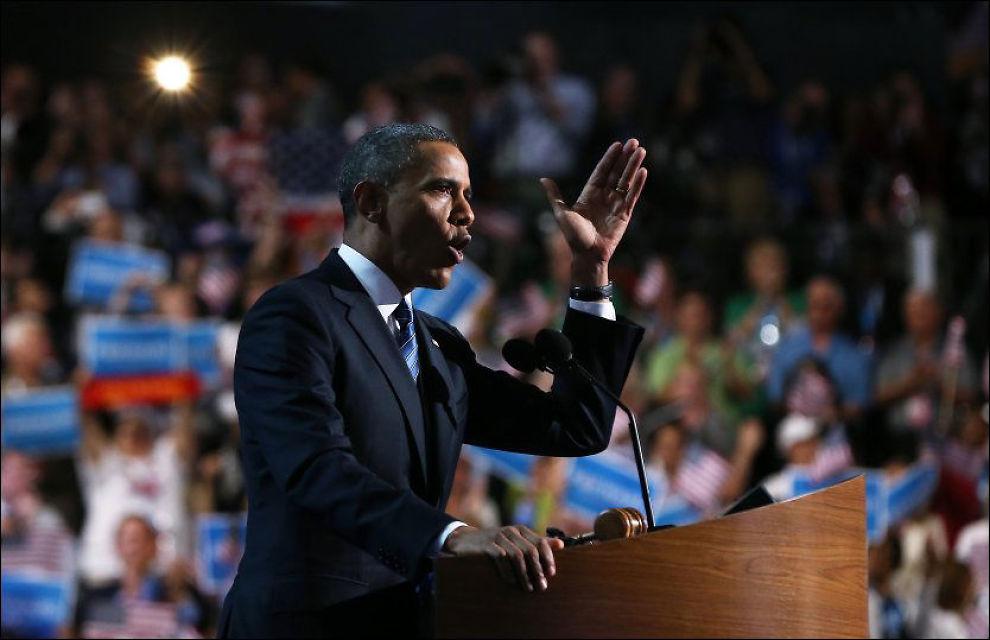 TALTE FRA SCENEN: Natt til fredag gikk president Barack Obama på scenen under Demokratenes landsmøte og aksepterte nominasjonen for president. Foto: Justin Sullivan / Getty Images / AFP