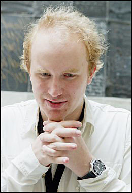 TWITRET: Overlevende AUF-er Bjørn Ihler mener Utøya ikke bør brukes. Foto: SCANPIX