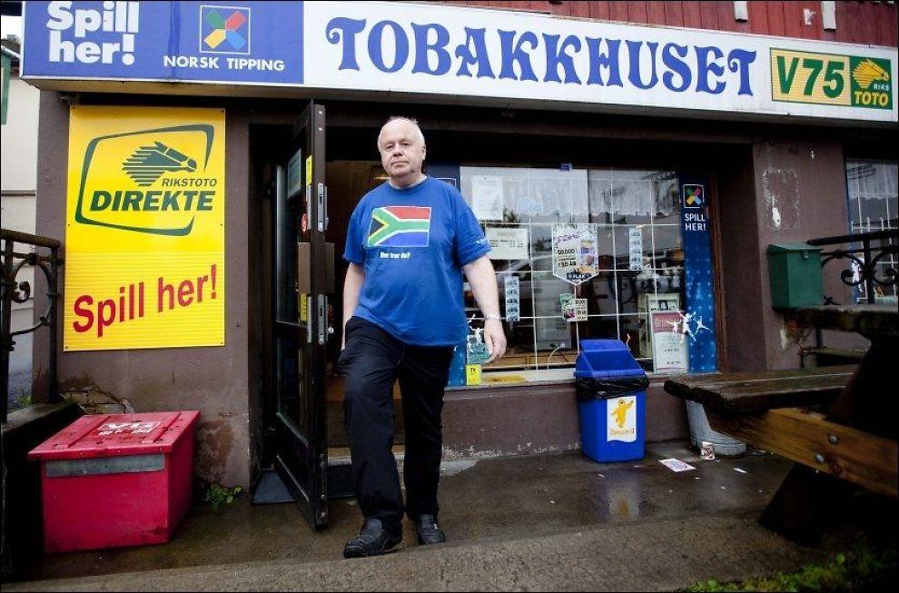 IKKE BLAKK PÅ SJAKK: Tippekommisjonær Ole Smeby er kasserer i sjakklubben på Kongsvinger, og skaffer dem store midler. Foto: Geir Olsen