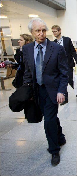 BEKLAGER: Styreleder i Akershus universitetssykehus, Peder Olsen, beklager at nestlederen hans trekker seg. Foto: Erlend Aas