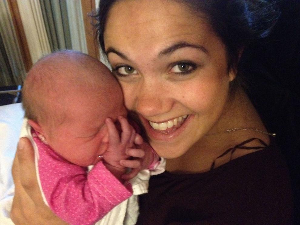GLEDE: Ingrid Helene Kopperstad Raunehaug (27) ble mamma til lille Ruth Noelle og fikk toppkarakter på en og samme dag. FOTO: Solveig Kopperstad Angeltveit