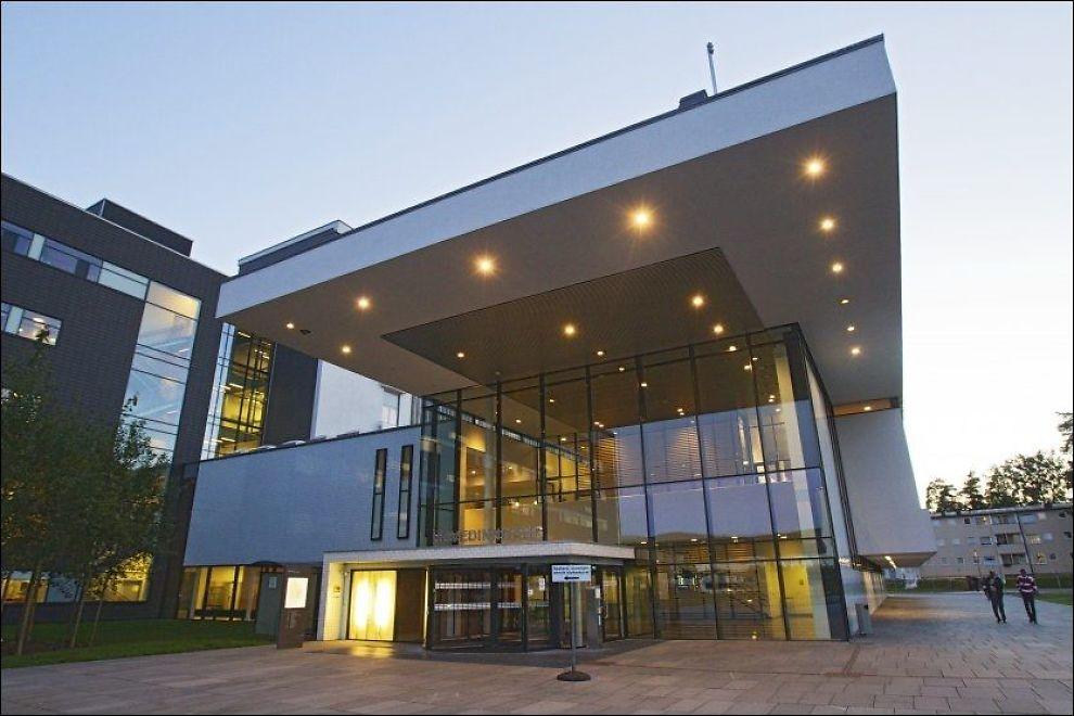 STORMER: Akershus Universitetssykehus (Ahus) er ute i hardt vær igjen. Verneombudet ved barselsavdelingen Inga-Linn Hansen mener at det altfor ofte er for få folk på jobb. Foto: Jan Petter Lynau, VG