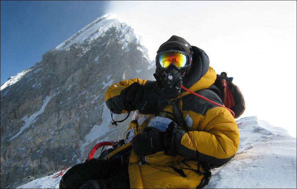 FJELLVANT: Tore Sunde-Rasmussen er på vei opp fjellet Manaslu, og våknet til redningsoperasjonen etter snøskredet i natt. Dette bildet er fra en tidligere ekspedisjon til Mount Everest i 2010. FOTO: PRIVAT