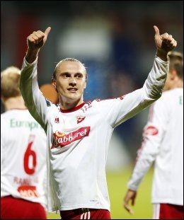 MATHCVINNER FOR TREDJE GANG: Martin Pusic rekker to tomler opp etter å ha avgjort mot Stabæk søndag kveld. Foto: Erlend Aas, NTB Scanpix