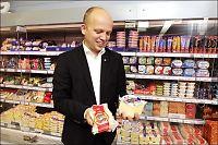 Raser mot landbruksministerens ost- og kjøttoll